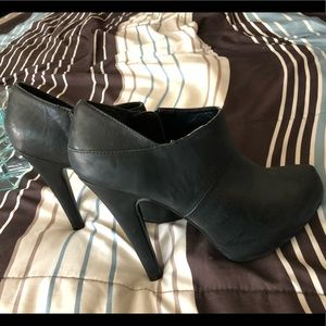NWOT Pink & Pepper Black Booties High heeled Shoes
